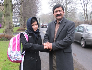 Malala_w_father_1