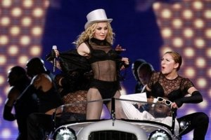 "Madonna, center, performs in concert during her ""Sticky and Sweet"" tour at Madison Square Garden in New York, Monday, Oct. 6, 2008. (AP Photo/Kathy Willens)"