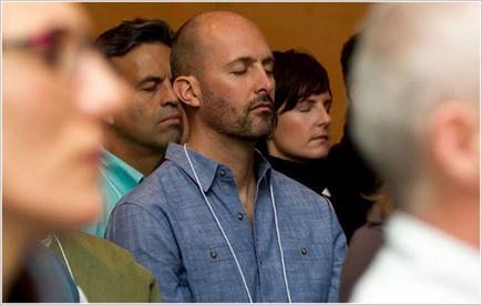 なぜグーグルが瞑想をはじめたのか?いくら「世界で一番やりがいのある職場」で働いても⭕️⭕️がないと、いとも簡単に人間関係がストレスになりパワハラさえも起きる